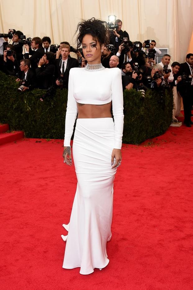 Rihanna, subtle as a gun